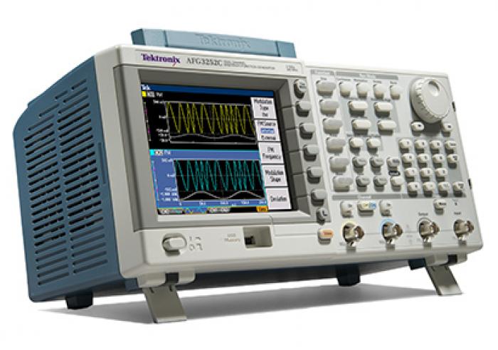 Tektronix AFG3252C (front1)